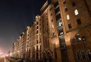 Die Illumination der Straßenseite von Block V und X ist erst vor wenigen Wochen installiret worden. (3)