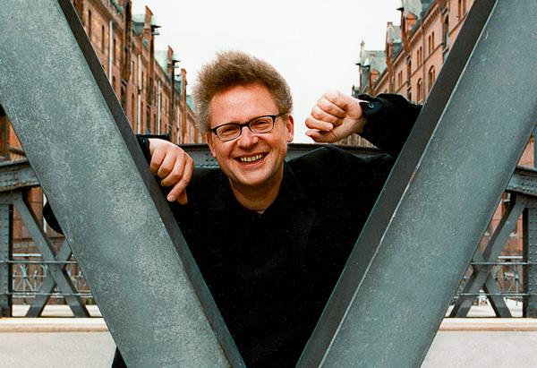 In der Speicherstadt führt er die Licht-Regie: Michael Batz, Theatermacher, Visionär und Lichtgestalter. (4)