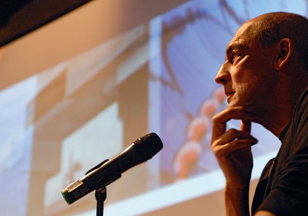 Rem Koolhaas im Kesselhaus. Sein Entwurf liefert die architektonische Voraussetzung, um Wissenschaft im neuen Science Center darstellbar zu machen.