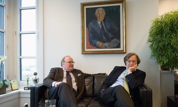 Gunnar (links) und Claus Heinemann sind Cousins zweiten Grades. Claus' Vater Helmut Heinemann (auf dem Gemälde) war selbst 47 Jahre lang in der Geschäftsleitung des Unternehmens tätig. (1)