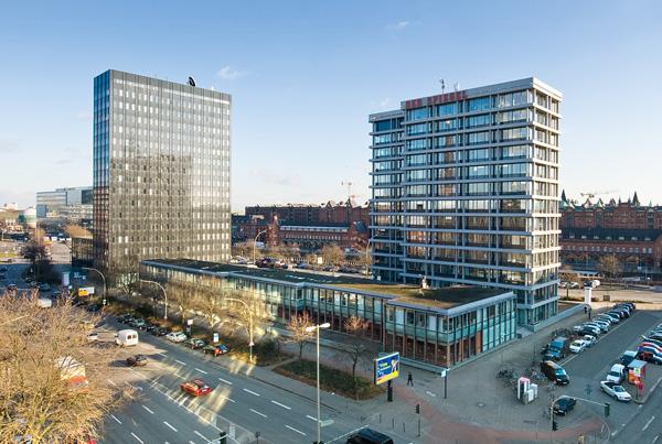 In den Sechzigern topmodern: Die Spiegelinsel mit dem ehemaligen IBM-Hochhaus (links), Spiegelgebäude (rechts) und Kantine.