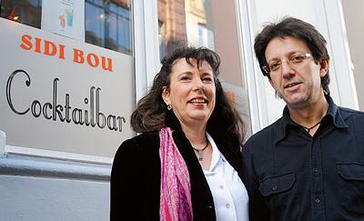Ruth und Michel vor ihrer Cocktail-Oase