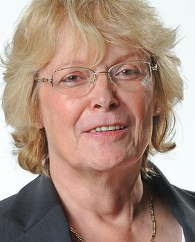 Claudia Roller übernahm im April 2008 die Vorstandsposition des HHM von ihrem Vorgänger Hendrik Lorenz. Bei Hamburgs Traditionsreederei Hapag-Lloyd wurde sie zur Kauffrau im Reederei- und Schiffsmaklergewerbe ausgebildet. Anschließend arbeitete sie in verschiedenen Abteilungen und Positionen bei der Reederei, war von Hapag-Lloyd in San Francisco stationiert und ging 1984 zur HHLA in den Vertriebsbereich. Dort stieg sie 2001 zur Vertriebsleiterin im Bereich Container für die Terminals CTA, CTB und CTT auf und wurde 2006 General Manager Marketing bei HHLA Intermodal. Claudia Roller war Mitglied des Kaitarifausschusses des Unternehmerverbandes Hafen Hamburg. (4)