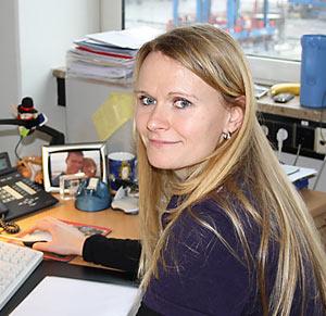 """Tina Zingelmann Personalreferentin am Terminal Burchardkai: """"Ich stehe voll hinter der Qualifizierungsoffensive der HHLA. Darum nehme ich mir auch bewusst die Zeit, auf jeden Kollegen persönlich einzugehen und mögliche  Zweifel aus dem Weg zu räumen."""""""